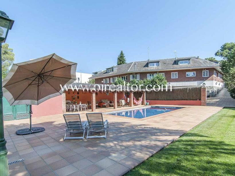 Exclusiva casa familiar en venta en Valldoreix, Sant Cugat #1