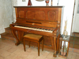 Piano de cuerda de pared