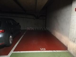 Amplia plaza de parking en Gracia (Calle Monistrol 9-11)